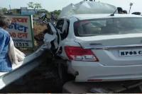 खड़ी JCB से टकराई आरक्षक की कार, एक ही परिवार के 5 लोगों की मौत