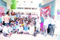 तनख्वाह न मिलने से नाराज 500 कर्मचारी हड़ताल पर
