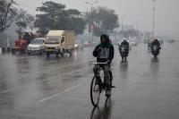 UP: लखनऊ समेत कई जिलों में बारिश, तापमान में आई गिरावट