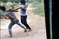 दलित युवक की बेरहमी से पिटाई, वीडियो वायरल