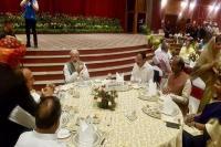 मोदी ने संसद सदस्यों को दिया रात्रिभोज, सोनिया - राहुल नहीं हुए शामिल