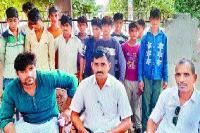 मजदूरी कर रहे 14 बच्चों को पुलिस ने छुड़ाया