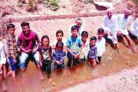 जल सत्याग्रह में किसानों सहित बच्चे भी कूदे