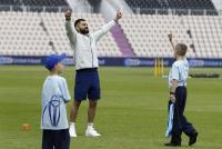 कोहली का बच्चों को संदेश: आपको इंसान के रूप में बेहतर बनाता है क्रिकेट