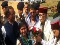बेटी संग शिमला पहुंचे भाजपा के वरिष्ठ नेता लालकृष्ण आडवाणी(Video)