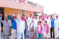 गांव में जल संकट को लेकर ग्रामीणों ने किया प्रदर्शन