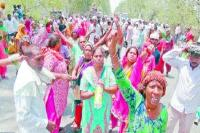 आरोपियों की गिरफ्तारी न होने पर परिजनों ने सड़क पर शव रखकर लगाया जाम