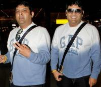 बढ़े हुए वजन में एयरपोर्ट पर दिखे कपिल शर्मा, मुस्कुराते हुए दिए पोज