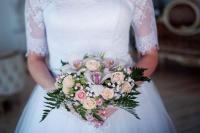 14 साल की शादी खत्म कर महिला ने दी तलाक की पार्टी, जश्न में जलाई शादी की ड्रेस(video)