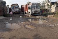 करोड़ों रुपए खर्च कर भी सड़क का अधूरा पड़ा कार्य