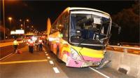 चीन: टूरिस्ट बस और टैक्सी में भिड़ंत, 5 की मौत 30 घायल