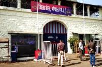 EVM में गड़बड़ी की आशंका के चलते AAP और कांग्रेस भोपाल जेल के स्ट्रांग रूम के बाहर दे रहे पहरा