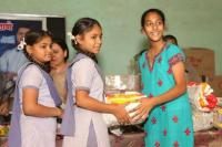 अक्षय की फिल्म Padman से प्रेरित हो 13 साल की इस बच्ची ने गोद लीं 250 लड़कियां