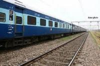 ट्रेन के नीचे आने से महिला सहित 4 की मौत