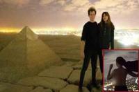 मिस्र के पिरामिड पर चढ़ाई दौरान कपल ने की आपत्तिजनक हरकत, फोटो वायरल