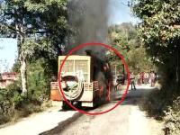 सुबाथू मार्ग पर चलते बोरवेल ट्रक में लगी भयानक आग, वाहनों के थमे पहिए (PICS)
