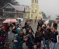 पहाड़ों की रानी शिमला में सीजन की पहली बर्फबारी, देखने लायक है नजारा (Watch Video)