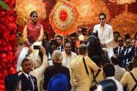 isha-anand wedding: बेटी को विदा करने के लिेए तैयार हुई नीता अंबानी, घोड़े पर चढ़कर आए दोनों भाई
