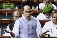 राफेल मामले पर लोकसभा में हंगामा, राजनाथ ने पूछा- बहस से क्यों भाग रही है कांग्रेस