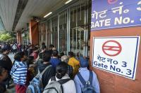नव वर्ष पर जाम से दिल्ली बेहाल, मेट्रो के चार स्टेशनों पर निकासी बंद