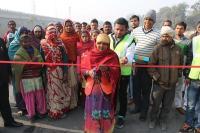 महिला मजदूर ने किया करोड़ों की लागत से बने फ्लाईओवर का उद्घाटन