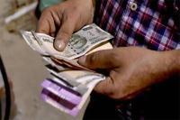डॉलर के मुकाबले शुरुआती कारोबार में रुपया 27 पैसे गिरा