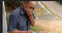 बेटे ने नए साल पर दिया सरप्राइज गिफ्ट, रोने लगा पिता (देखें वीडियो)
