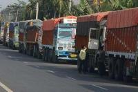 दिल्ली में वायु गुणवत्ता गंभीर, ट्रकों के प्रवेश पर 24 घंटे की पाबंदी