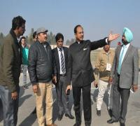 आदमपुर से एयरपोर्ट को जाती सड़क को मजबूत और चौड़ा करने का आदेश