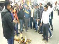 युवा कांग्रेस ने फूंका PM मोदी का पुतला, कहा-राफेल डील को लेकर झूठ बोल रहे