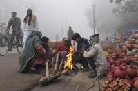 उत्तर भारत में मौसम ने ली करवट, सर्दी की पहली बारिश ने बढ़ाई ठंड