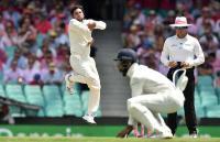सिडनी टेस्ट में चमके कुलदीप यादव, बिखेर दी टिम पेन की गल्लियां देखें Video