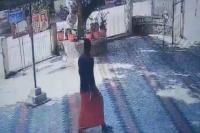 सबरीमला विवादः RSS जिला प्रचारक ने पुलिस थाने में फेंके बम, CCTV में कैद हुई घटना