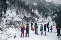 विंटर कार्निवाल: बर्फबारी से मनाली में बढ़ी पर्यटकों की आमद