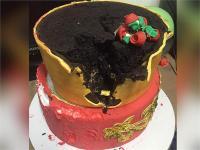 शादी में केक काटते ही फूट-फूट कर रोई दुल्हन, अजीब है वजह  (watch video)