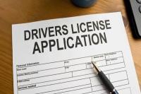 अब आपके आधार से जुड़ेगा ड्राइविंग लाइसेंस, सरकार जल्द ला रही है कानून