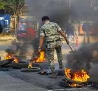 श्रमिकों की हड़ताल से जनजीवन अस्त-व्यस्त, पश्चिम बंगाल में स्कूल बस पर पथराव