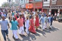 हिंसक हुआ सबरीमाला विवाद: माकपा, भाजपा कार्यकर्ताओं के घर पर बम से हमला