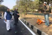 दुर्घटना देख CM रूपाणी ने रोका काफिला, घायल महिला को पहुंचाया अस्पताल