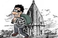 चोरों ने पहले मंदिर में माथा टेका, फिर दानपात्र का ताला तोड़ उड़ाए हजारों रुपए