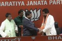 ममता को झटका, TMC सांसद सौमित्र खान BJP में हुए शामिल