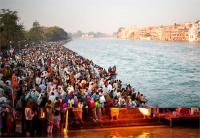 कुंभ में श्रद्धालुओं को स्नान के लिए झूंसी में नए घाट का पूजन