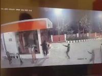 हथियारों से लैस बदमाशों ने पेट्रोल पंप पर की अंधाधुंध फायरिंग, घटना CCTV में कैद