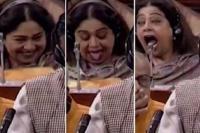 संसद में चर्चा के दौरान अजीबो-गरीब हरकतें करती कैमरे में कैद हुई किरण खेर (Watch video)