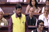 आरक्षण बिल: रामदास आठवले की कविता पर बोले कुमार विश्वास, 'लोकतंत्र की जय हो'