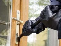 घर के ताले तोड़ अंदर घुसे चोर, लाखों के गहने व नकदी पर किया हाथ साफ