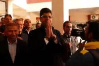 भतीजों ने जब चाचा को झुक कर किया प्रणाम, वायरल हो गया वीडियो (VIDEO)