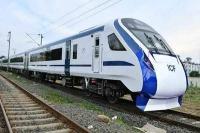 मोदी दिल्ली-वाराणसी मार्ग पर ट्रेन-18 को जल्द दिखायेंगे हरी झंडी: गोयल