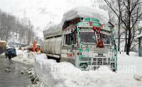 हिमपात के कारण देश से कटी कश्मीर घाटी, तीन सौ किलोमीटर लंबा NH बंद