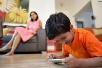 मोबाइल व कम्प्यूटर ने रिश्तों में बढ़ाई दूरियां, ऐसी हो रही है बच्चों की लाइव